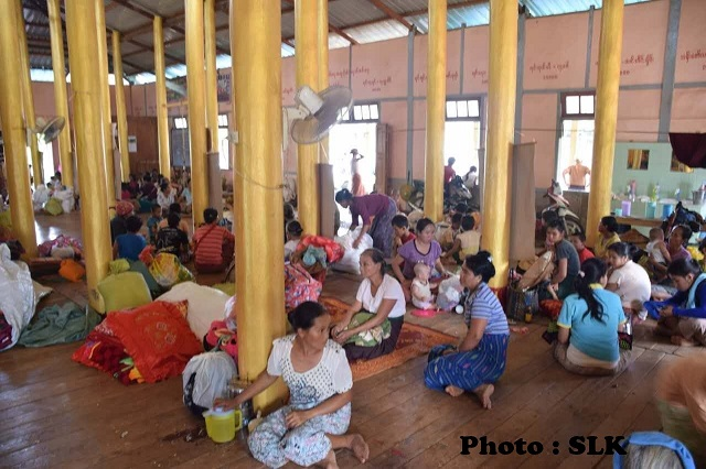Photo SLK-  Refugees at the KarngTong temple in Donglao town.