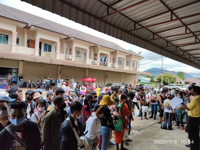 Hundreds Of Migrant Workers at Tachileik Come back from Thailand July 8 1