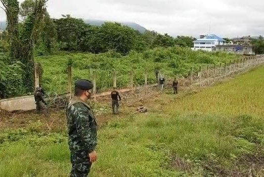 Thai Authority Lock the boarder line at Maesai Thailand 1