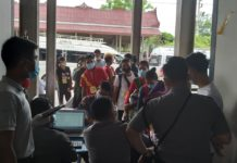 migrant workers at Tachileik return from Thailand