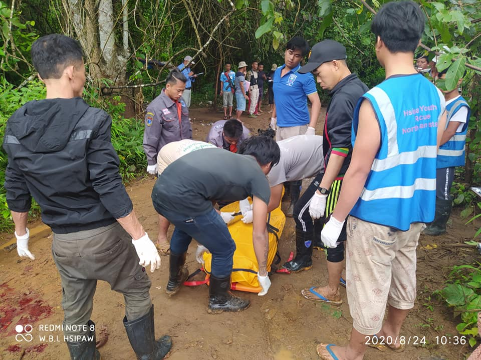 Volunteers Without Borders Carrying the Dead Body of men at Hsaipaw 24 August 2020