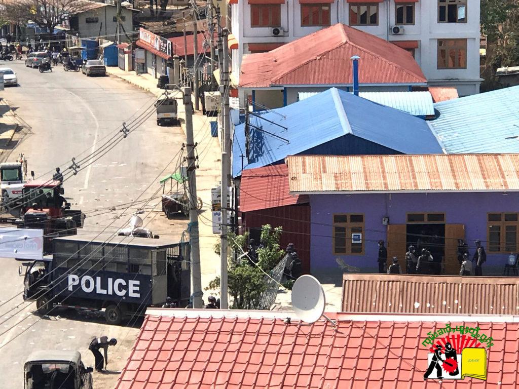 Police arrest demonstration youth at Cafe Morning Sun tea shop
