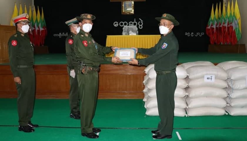 Triangle commander give support to Pyithusit Militia at TCL